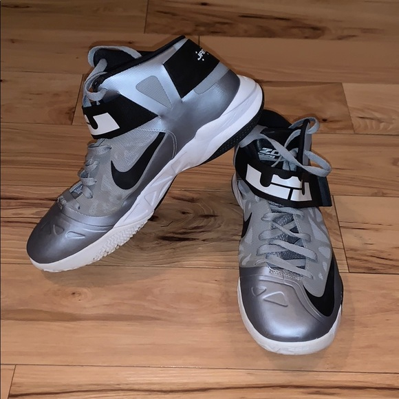 Nike Shoes   Nike Lebron Zoom Soldier 6